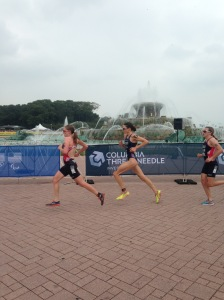 Elite women racing around Buckingham fountain - Gwen Jorgensen won wit a 10km run split of 32.43 #goals
