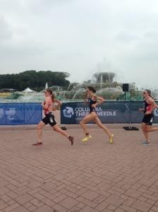Elite women racing around Buckingham fountain - Gwen Jorgensen won wit a 10km run split of 32.43 #goals